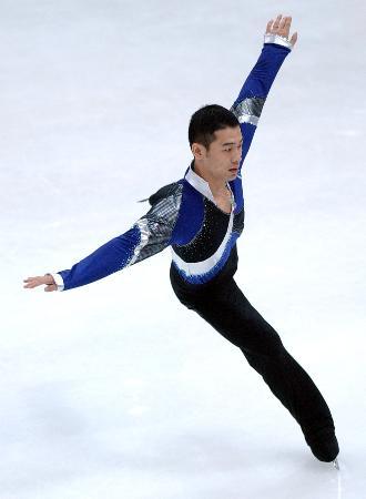 图文-花样滑冰决赛战报李成江在比赛中飞翔