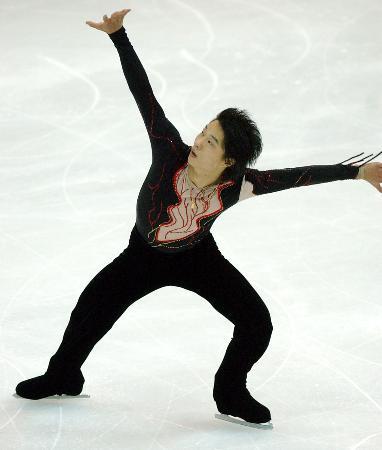 图文-花样滑冰决赛战报黑龙江高崧在比赛中
