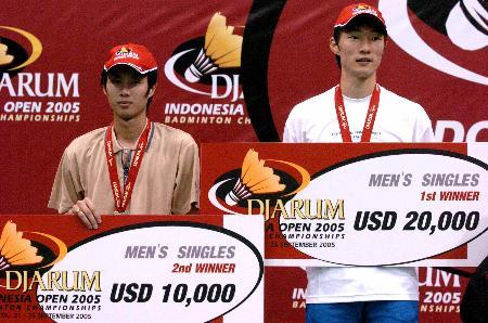 图文-印尼羽球赛李炫一男单夺冠各抱巨额奖金归