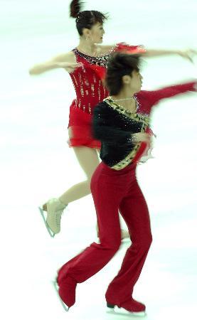 图文-冰舞项目决出金牌杨芳高崇博精彩表演