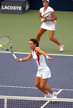 图文-跨国组合获中网女双冠军比赛还是挺紧张的