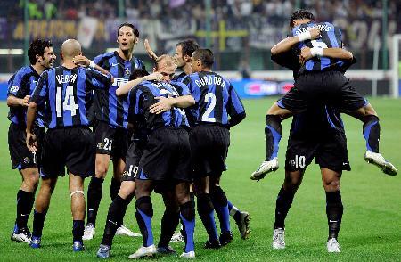 图文-[意甲]国际米兰1-0佛罗伦萨国米球员庆祝