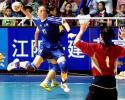 图文-女子手球决赛阶段比赛开幕费妮莉跃起射门
