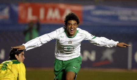 图文-墨西哥队夺得世青赛冠军贝拉庆祝第一个进球