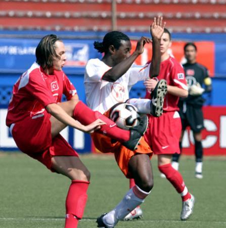 图文-墨西哥队夺得世青赛冠军荷兰队与土耳其队争抢