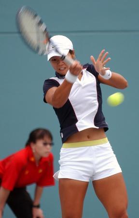 图文-十运会网球决赛阶段开拍李娜战胜刘南楠