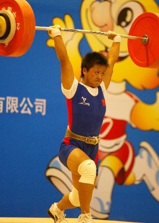 图文-十运女子举重63公斤级欧阳晓芳夺得冠军