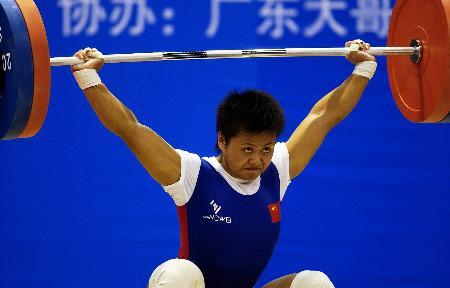 图文-举坛新秀挑战世界纪录欧阳晓芳夺得冠军