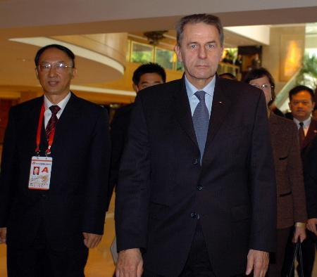 图文-罗格抵达江苏南京全国运动会吸引世界目光