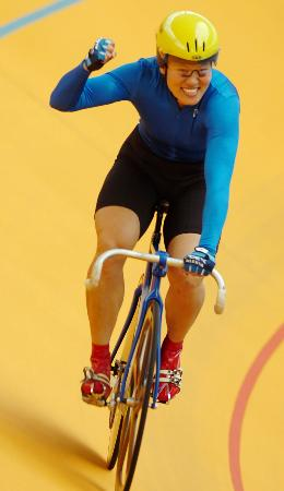 图文-自行车场地500米计时赛决赛姜翠华夺冠欢呼