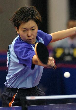 乒乓球女团北京队夺冠李晓霞全力回击对手