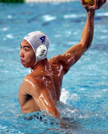 图文-十运会男子水球比赛赛况梁仲兴快速射门