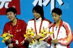 图文-十运游泳女子200米混合泳前三名领奖