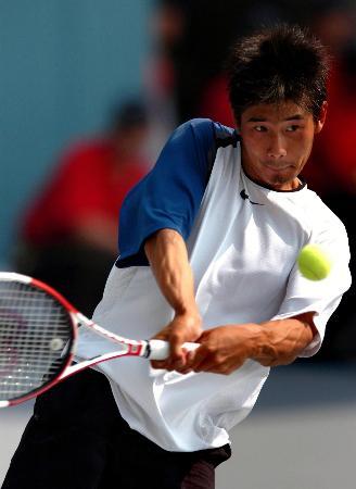 图文-十运会网球男单1/4比赛卢昊不敌朱本强