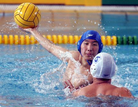 图文-十运水球广西17比5胜北京闭新建赛中射门