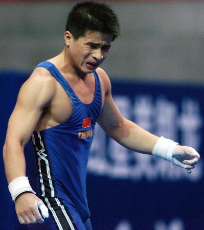 图文-十运举重56公斤级决赛李争抓举失利懊恼不已