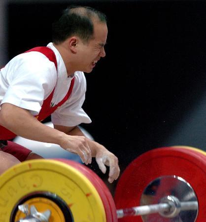 图文-十运举重56公斤级决赛兰世章挺举失利