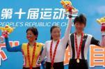 图文-自行车女子公路计时赛李梅芳领奖台欢庆胜利