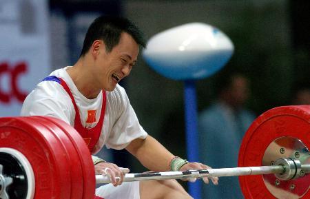 图文-十运举重男子69公斤级比赛张国政苦涩的笑容