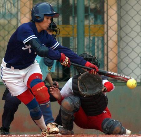 图文-十运垒球双佩寄制复赛天津邓菲成功击球