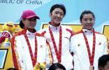 图文-十运现代五项女子个人决赛前三名合影