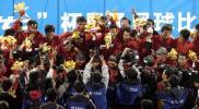 图文-山东夺得十运会男足冠军领奖台上欢声笑语