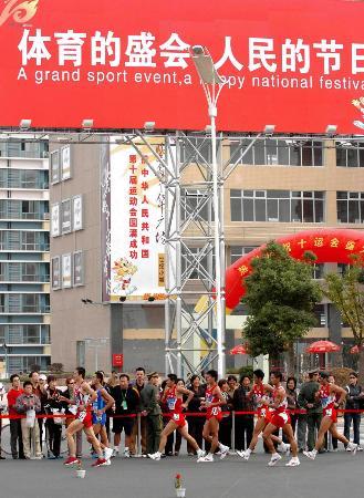 图文-十运会十大关键词选手们在20公里竞走比赛中
