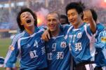 图文-大连实德提前两轮夺冠杨科维奇与队友庆祝