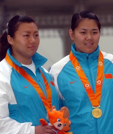 图文-东亚运田径场掀中国风暴 包揽女子链球冠亚军