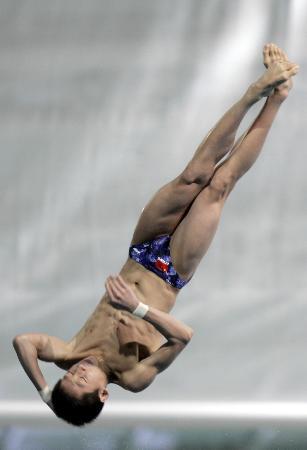 图文-东亚运男子10米跳台中国选手林跃夺冠