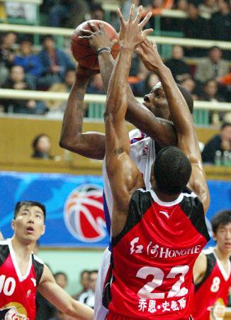 上海105比110负云南奥科萨飞身上篮
