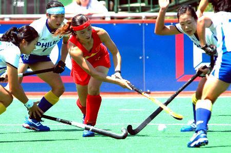 图文-曲棍球冠军赛中国女曲首战告捷唐春玲拼抢