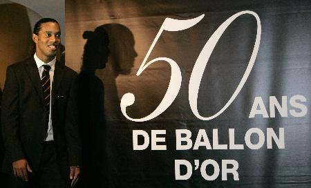 图文-小罗获选欧洲足球先生巴西球星225票当选