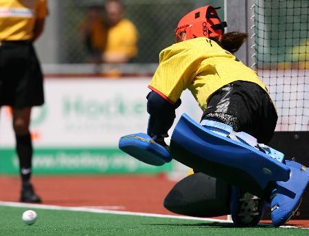 图文-中国女曲夺得冠军杯赛季军张益萌扑出点球