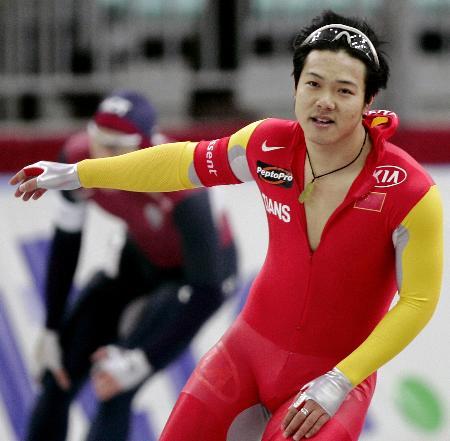 图文-于凤桐速滑世界杯分站赛夺金赛后一脸轻松