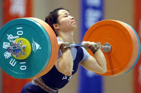 图文-新华社评2005年中国体育十佳运动员陈艳青