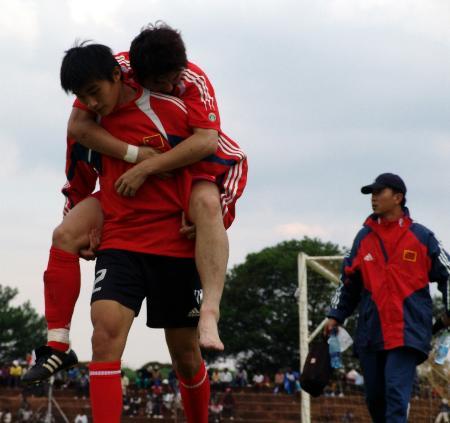 图文-[八国赛]国青2-0塞内加尔国青小将团结一致