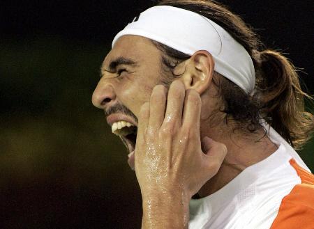 图文-费德勒勇夺澳网男单冠军大胡子急得抓耳挠腮