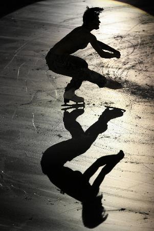 图文-女子单人滑表演亦真亦幻意选手如影随形