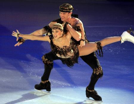 图文-冬奥冰舞表演激情洋溢笑容灿烂魅力足