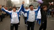 图文-中国冬奥代表团载誉归来金牌选手挥手致意