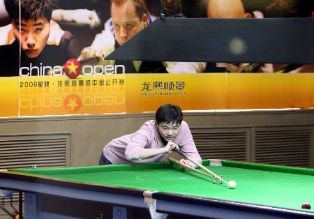 图文-斯诺克中国公开赛开赛卫冕冠军轻松练习