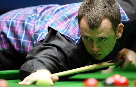 图文-斯诺克中国公开赛决赛赛况威廉姆斯瞄准目标