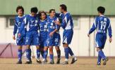 图文-广州客场3-0胜北京宏登卢琳与队友一起庆贺