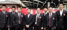 图文-中国乒球队出征世乒赛男队部分队员合影