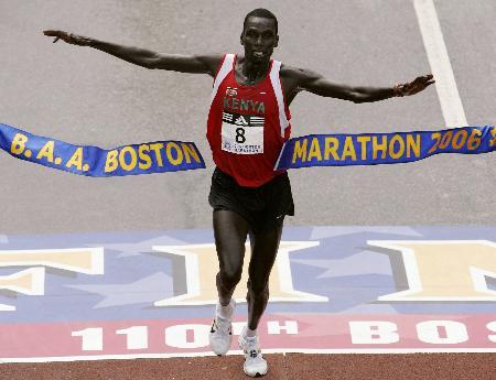 图文:(体育)(1)田径�D�D第110届波士顿马拉松赛况