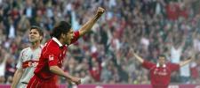 图文-拜仁3-1胜斯图加特圣克鲁斯进球后振臂欢呼