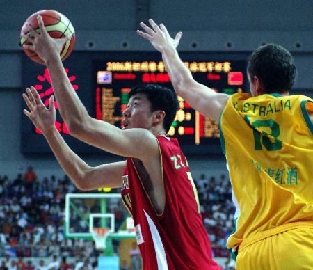 图文-[斯杯]中国63-61澳大利亚大郅突破防守