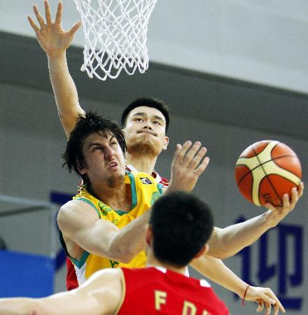 图文-[斯杯]中国63-61澳大利亚姚明吃下澳洲三明治