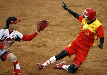 图文-女垒世锦赛中国0比1日本黎春霞与传球拼速度
